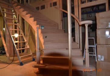 メーカからのノックダウンで作ったサーキュラー階段