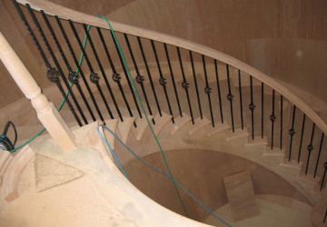 O邸のサーキュラー階段施工中